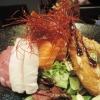 Raidan Bowl mit Lachs-, Thunfisch- und Butterfisch-Sashimi
