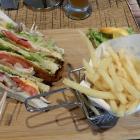 Foto zu BUDDY'S Bar & Burger: Clubsandwich mit Pommes