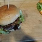 Foto zu BUDDY'S Bar & Burger: Avocado Burger