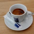 Foto zu Fröhlich`s am Rathausplatz: Espresso perfekt serviert