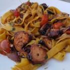 Foto zu Culinaria: Tagliatelle mit Pulpo I: Angetrocknet und verklebt, dafür ohne grünen Spargel