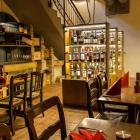 Foto zu Meridas: Weinvitrienen mit über 96Weinen
