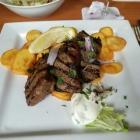 Foto zu Die Griechin: gegrillte Leber m. Bratkartoffeln