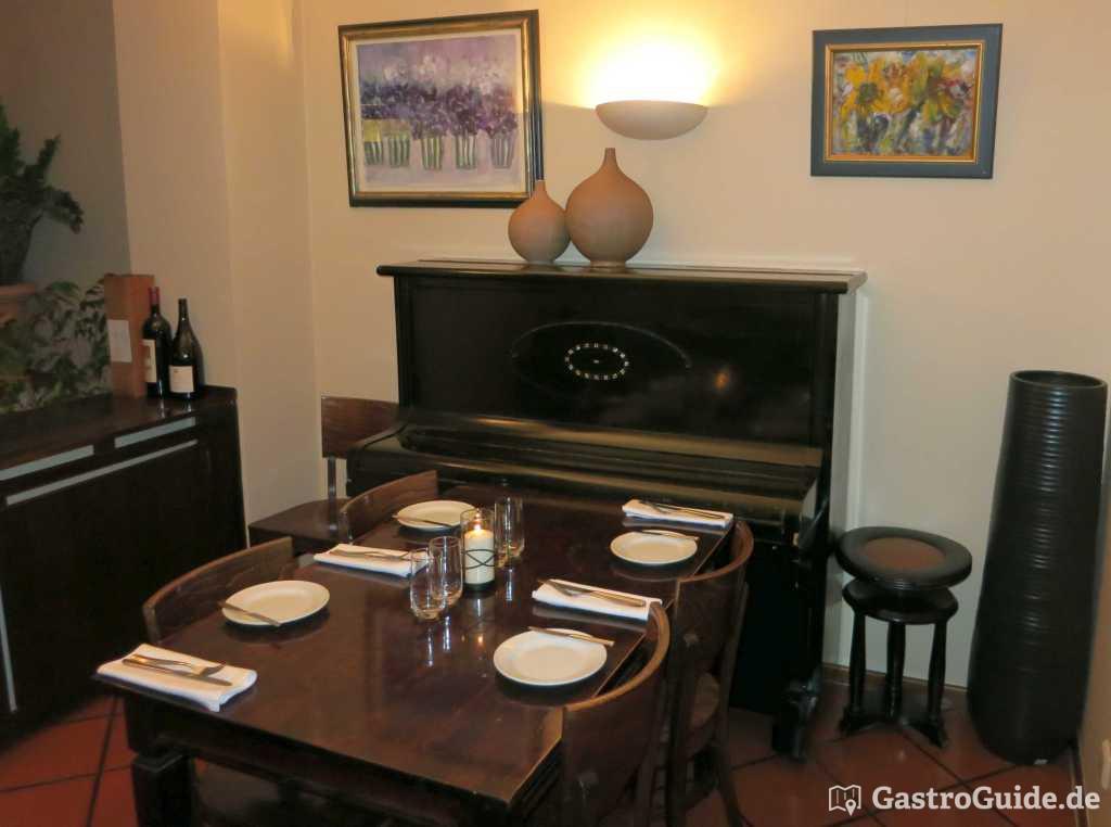 pleitefrei modernisierte griechische k che oder ya gastroguide. Black Bedroom Furniture Sets. Home Design Ideas