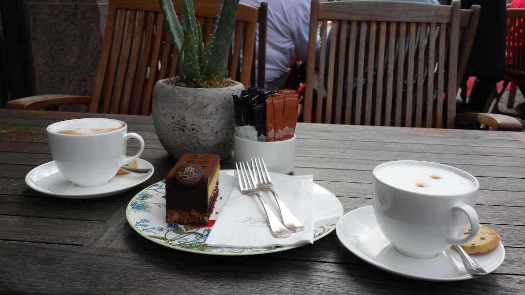 Hotel Adlon Berlin Kaffee Trinken