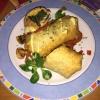 Chimichanga gefüllt mit Lachsfilet, Spinat, Bohnenmus, Chilihollondaise auf frischem Champion-Paprika-Zwiebel Gemüse für 12,80 €