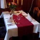 Foto zu Zum Gutshof: Candle-Light-Tisch