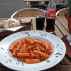 Foto zu Pizzeria La Metafora: Rigatoni Arrabiata + Pizzabrötchen mit Kräuterbutter