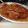 Entenfleisch knusprig gebacken mit Zwiebeln und Barbecue Soße