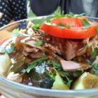 Foto zu Gaststätte Leierkasten: Salatteller mit Thunfisch