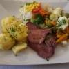 Rinderzunge mit Gemüse und Salzkartoffeln für je 13,50 €