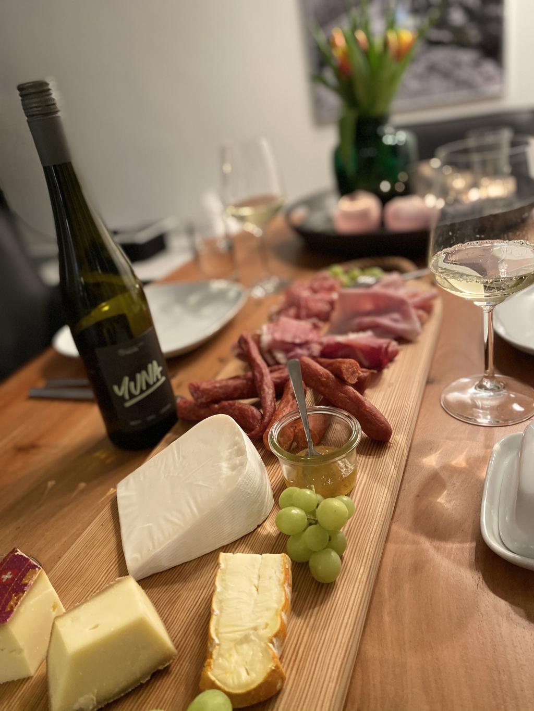Bild zur Nachricht von grapes - die Weinstube