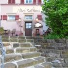 Foto zu Altes Rathaus: Eingang mit Terrasse