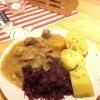 Gulasch mit Rotkohl und Kartoffeln