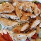 Foto zu Haus Bieger: Salat mit Hähnchenstreifen