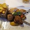 Grillteller mit Grillgemüse und Wedges