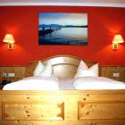 Foto zu Landgasthof Hotel zum Goldenen Schwanen: Zimmer Chiemsee