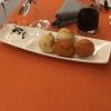 Mini-Kräuter- und Tomatenbrötchen mit Kräuterquark