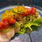 Foto zu Sushi Glas: Jakobsmuschel Pflaumentatar Olivenölperlen