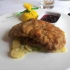 Foto zu Atlantic Restaurant: Lunch - Wiener Schnitzel und lauwarmer Kartoffel-Gurken-Salat