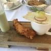 Geeiste Essenz von der Gartengurke mit knuspriger Rotgarnele