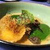 Flüssige Parmesanravioli mit Rahmspinat und frischen Spitzmorcheln