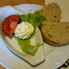 Foto zu Hunsrücker Fass: Zur Fischsuppe: Brot und (leider gefrorene) Knoblauchbutter