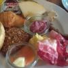 Teller mit Brot, Mett, Schinken, Lachs, Käse und Ei  - und  etwas Nutella