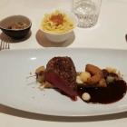 Foto zu Burg Staufeneck · Gourmetrestaurant: Rehrücken, rosa Pfeffer, Apfel, Steinpilz, Petersilienwurzel