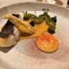 Wolfsbarsch mit Zucchini, Bouillabaissejus & Kalamata-Oliven