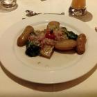 Foto zu Eibsee-Hotel · Restaurant: gegrillte Romanaherzen mit Schalottenvinaigrette und Madeirakartoffeln