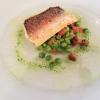 Gebratenes Filet vom Felchen auf Erbsen-Pfifferlings-Salat mit Kräuter-Öl