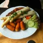 Foto zu Restaurant Alter Weinberg: Unterm Spargel liegt ein Schnitzel .... :-)