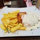 Foto zu City-Braustüb'l: Schnitzel mit Pommes, selbst gemacht und Sahne Schinken Sauce..