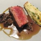 Foto zu Zur Krone: Dry aged Charolais Beef mit geschmortem Chicorée an Morchel-Kalbs-Jus