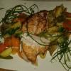 Gefüllte Hähnchenbrustfilet mit Schafskäse-fein kreiert mit Tomaten, Rucola, Kräuter und Knoblauch an Paprikagemüse für 11,90 €