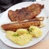 Frischer Spargel, Schnitzel und Kartoffeln