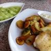 Fang des Tages mit Bratkartoffeln und Gurkensalat