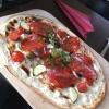 """Flammkuchen """"Mittelmeer"""" mit Zucchini, Chorizo, Schafskäse, Oliven und Kirschtomaten"""