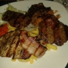 """""""Zum Park Platte"""" mit Schweinekotlett, Rinderhüfte, Leber und Hacksteak mit Djuwetschreis, Pommes Frites, Zwiebeln und ein kleiner Salat für 13,50 €"""