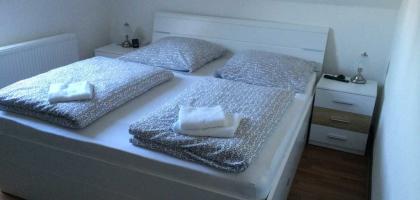 Fotoalbum: Doppelzimmer Nr. 3 mit Gemeinschafsbad