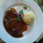 Foto zu Deutsche Eiche: geschmorte Heidschnucke, abgeschmeckt mit Schafgarbe, dazu Stampfkartoffeln