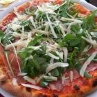Foto zu Pizza und Pasta Mamma Leone: Pizza Schinken mit Ruccola