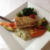 Gebratenes Zanderfilet auf Limettenrisotto mit Parmesan, Zwiebeln, Knoblauch, dazu buntes Gemüse