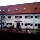 Foto zu Armer Ritter in der Wasserburg Düssel: Armer Ritter Aussengelände.