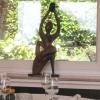 Skulptur am Fenster