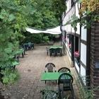 Foto zu Storckshof: Blick in den Biergarten