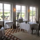 Foto zu Gut Lärchenhof · Gourmetrestaurant: Blick zur Terrasse