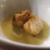 Meerhecht-Filet pochiert und gebraten in Piment d'Espelette auf Beurre Blanc mit Marc d'Irouléguy