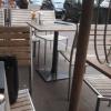 Tische an der Straße